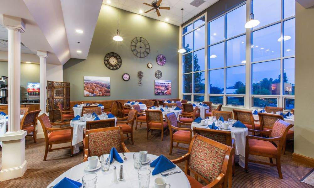 Large dinning hall at Hillcrest of Loveland in Loveland, Colorado