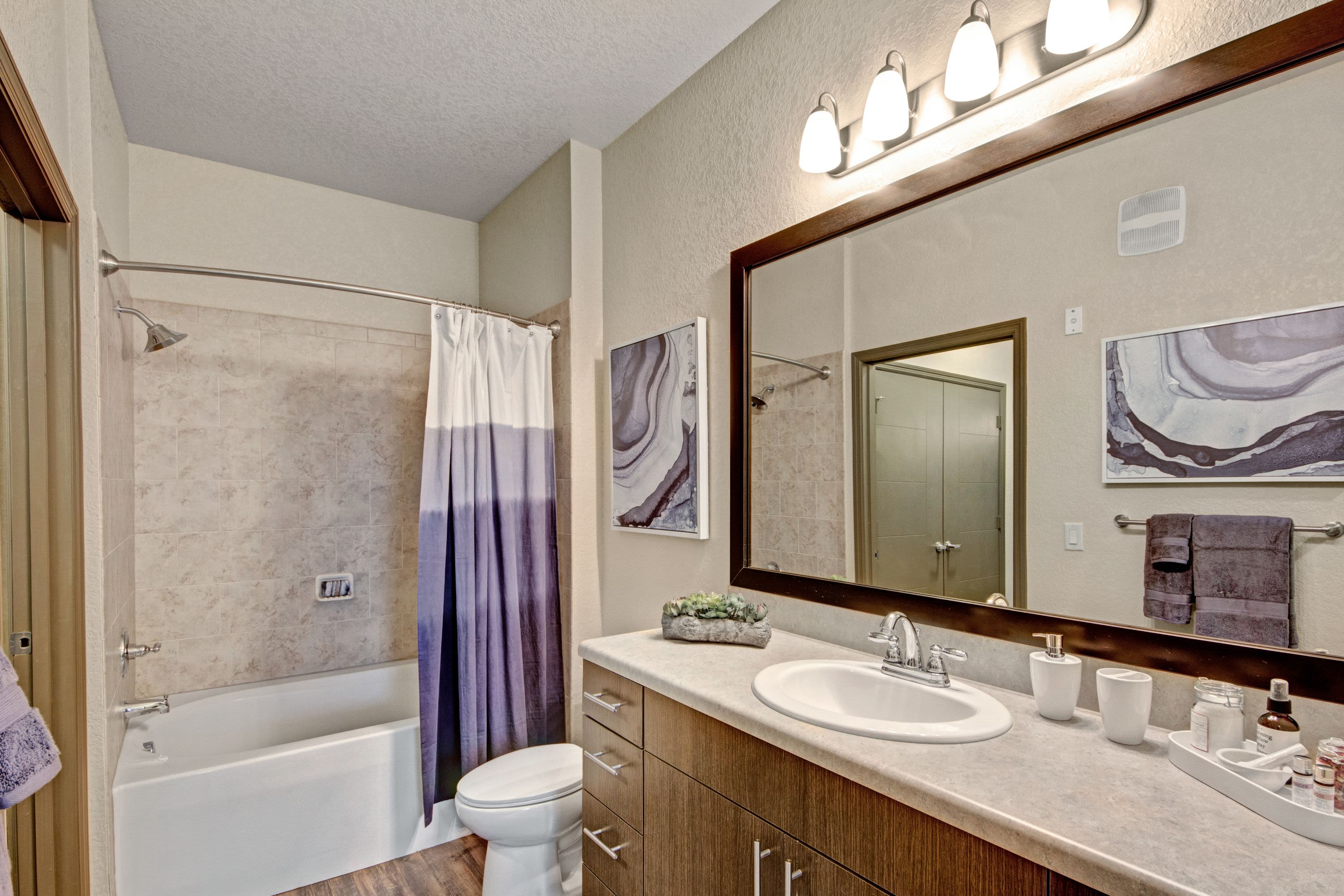 Large bathroom at The Courtney at Lake Shadow in Orlando, Florida