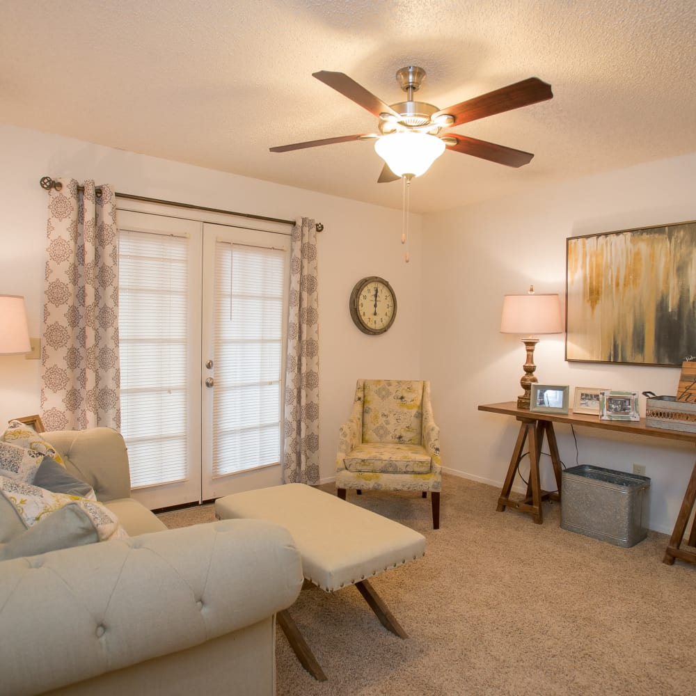Wonderful living room at Cimarron Pointe Apartments in Oklahoma City, Oklahoma