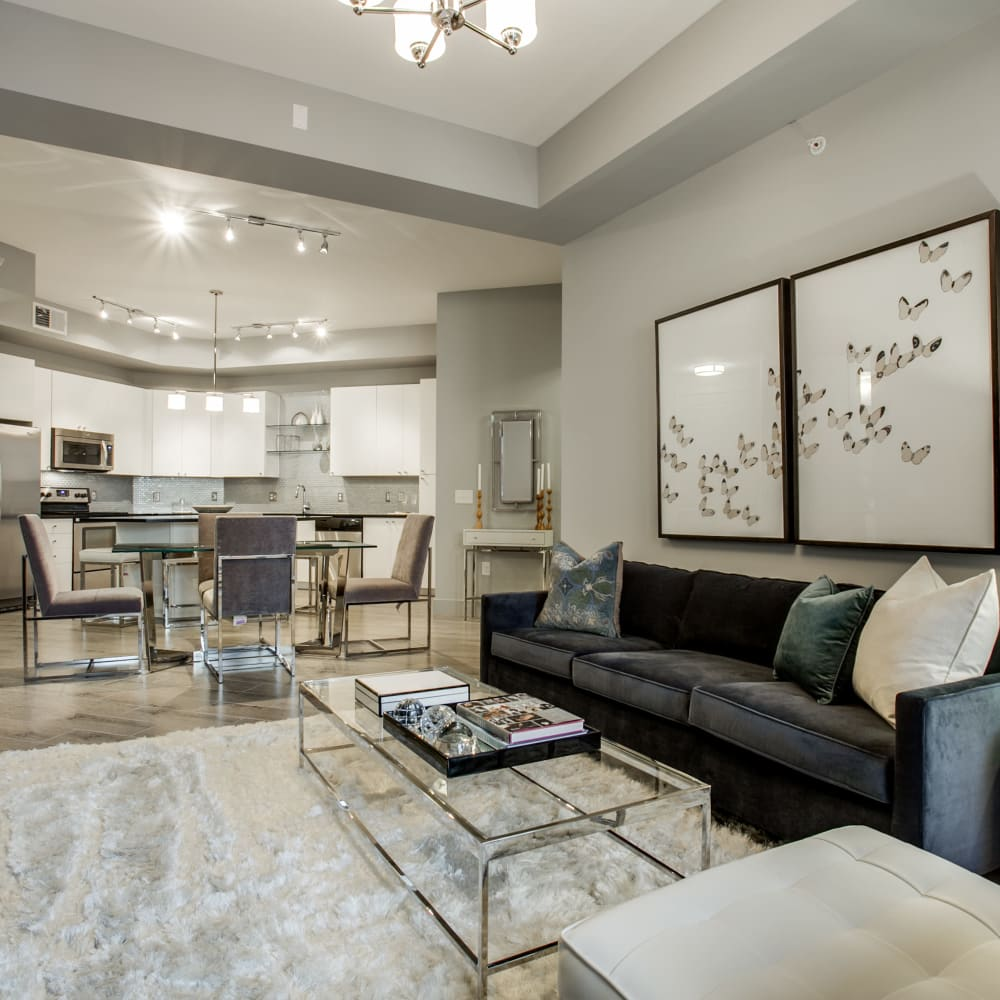 Spacious living room at Cantabria at Turtle Creek in Dallas, Texas