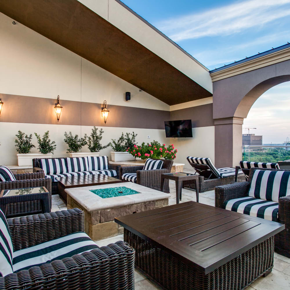 Outdoor lounge area at Cantabria at Turtle Creek in Dallas, Texas
