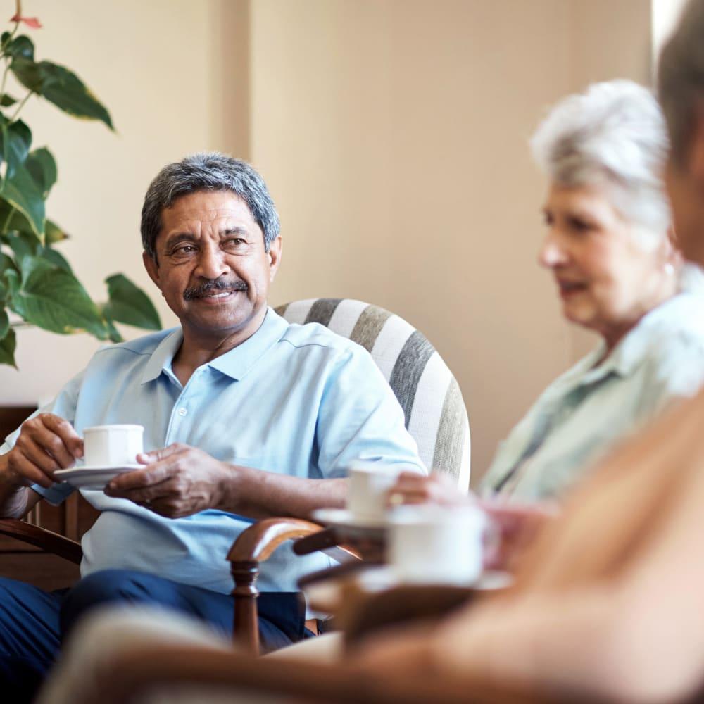 3 residents talking over breakfast at Randall Residence of Centerville in Centerville, Ohio