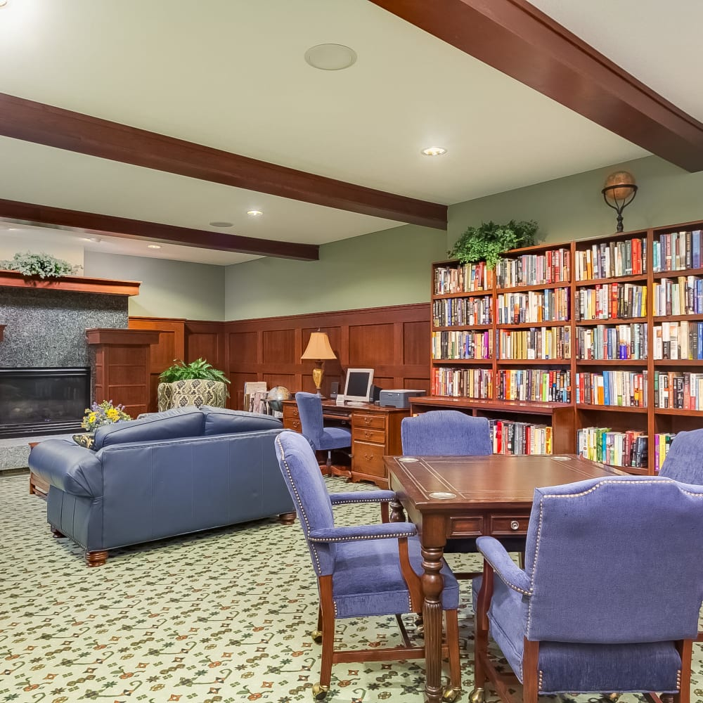 Resident library at Applewood Pointe of New Brighton in New Brighton, Minnesota.