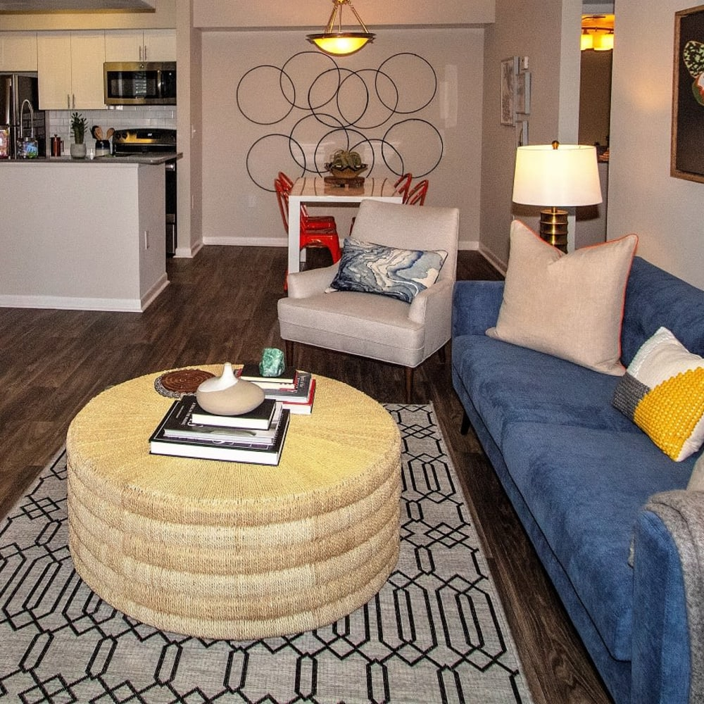 An apartment living room with furniture at Onyx Winter Park in Casselberry, FL