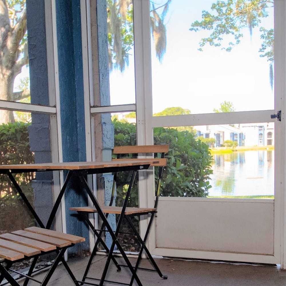 A small table by screen door at Onyx Winter Park in Casselberry, FL