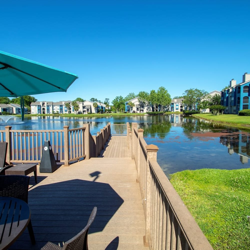 A large lake at Onyx Winter Park in Casselberry, FL