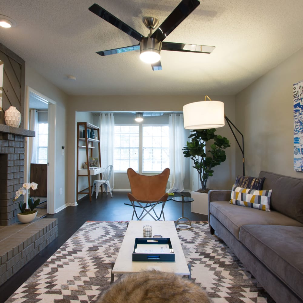 A large apartment living room at Fairways at Feather Sound in Clearwater, FL