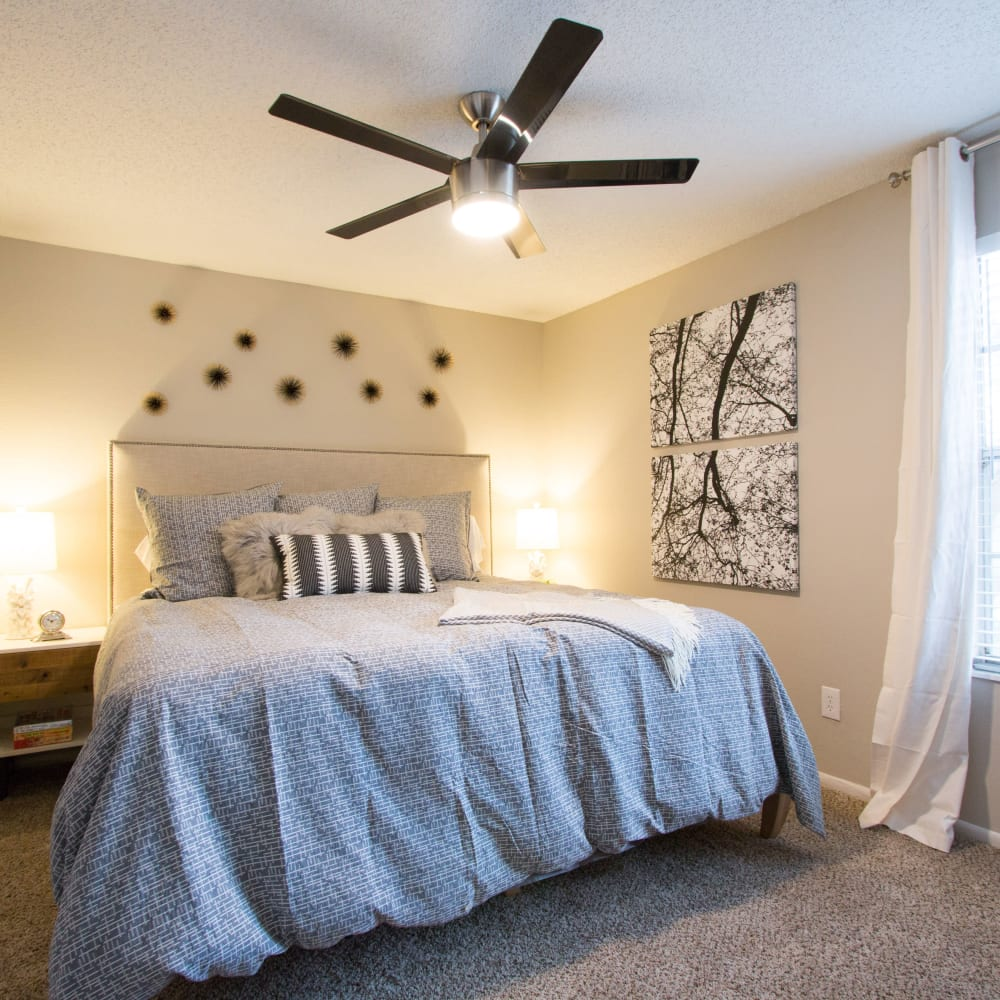 An apartment bedroom at Fairways at Feather Sound in Clearwater, FL