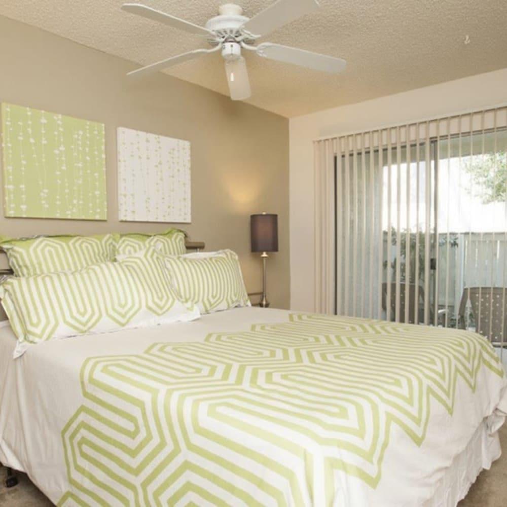 Large bedroom at River Blu in Sacramento, California