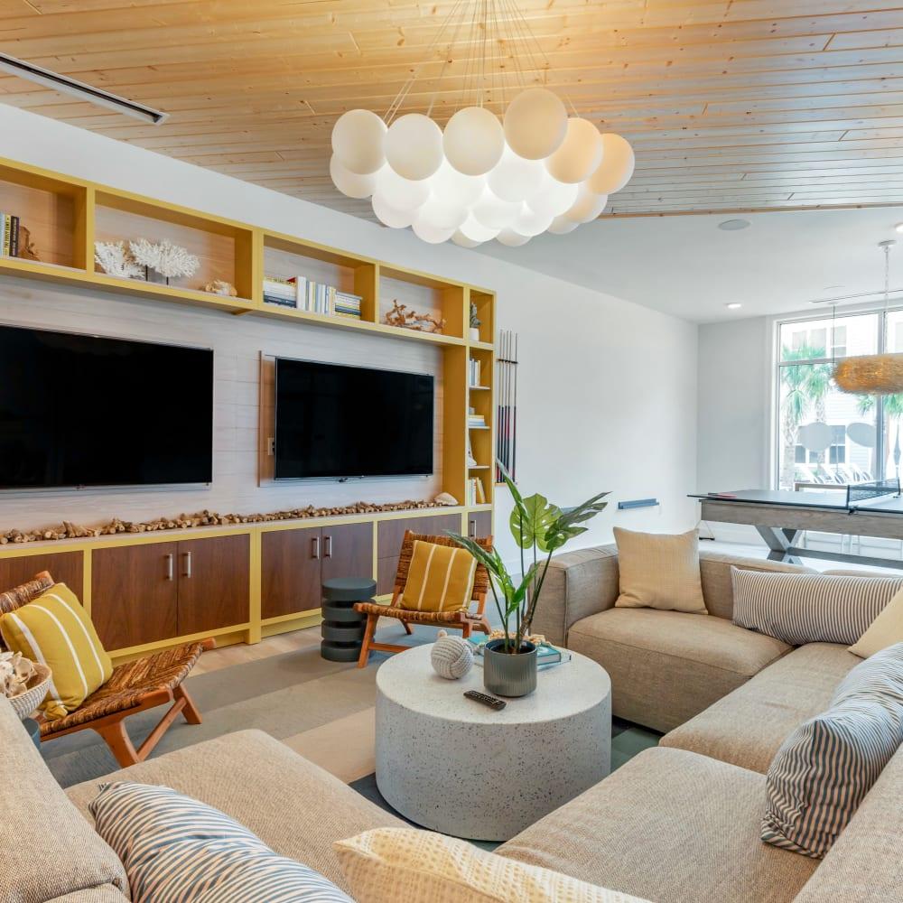 Community living room at UNCOMMON Wilmington in Wilmington, North Carolina