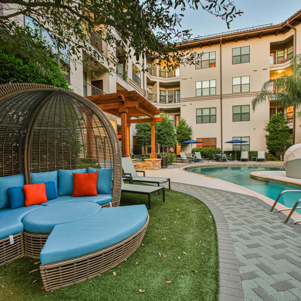 Outdoor patio at Broadstone Toscano in Houston, Texas