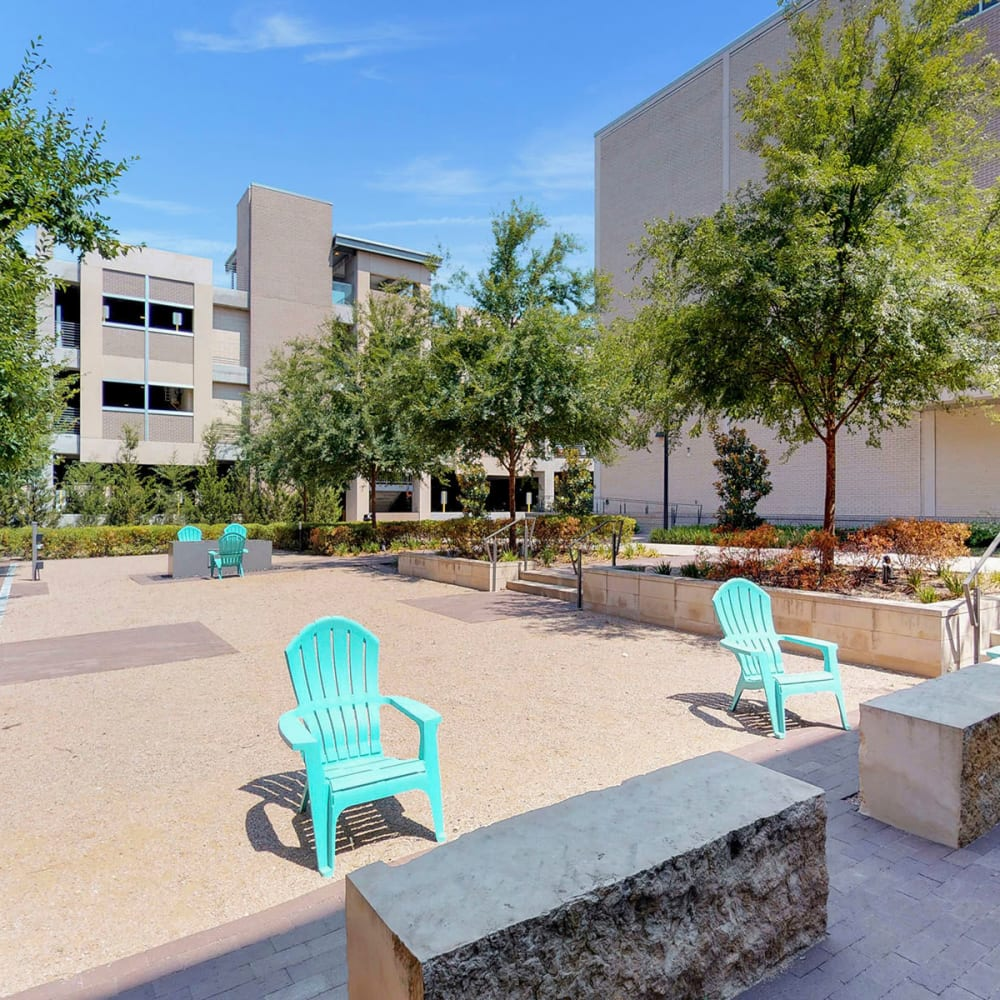 Mature trees and places to relax outside at Oaks 5th Street Crossing City Center in Garland, Texas