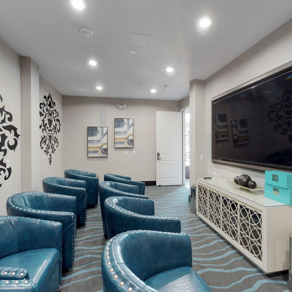 Movie area with a large flatscreen TV in the clubhouse at Oaks 5th Street Crossing City Center in Garland, Texas