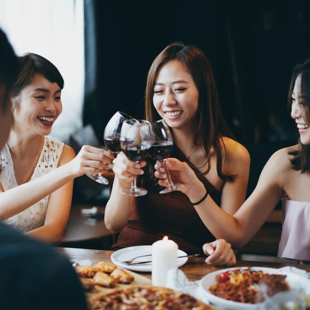 Residents raising a toast to the good life at their favorite restaurant near Oaks Braemar in Edina, Minnesota