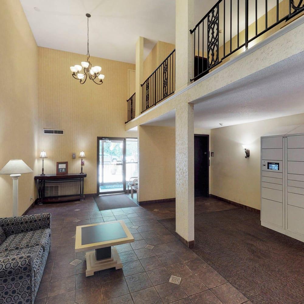 Warm and welcoming lobby interior at Oaks Braemar in Edina, Minnesota