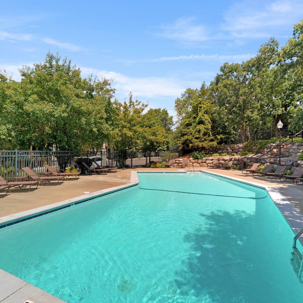 Resort-style swimming pool on another beautiful day at Oaks Braemar in Edina, Minnesota
