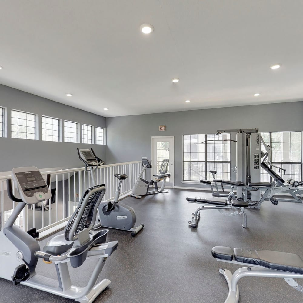 Well-equipped onsite fitness center at Oaks Hackberry Creek in Las Colinas, Texas