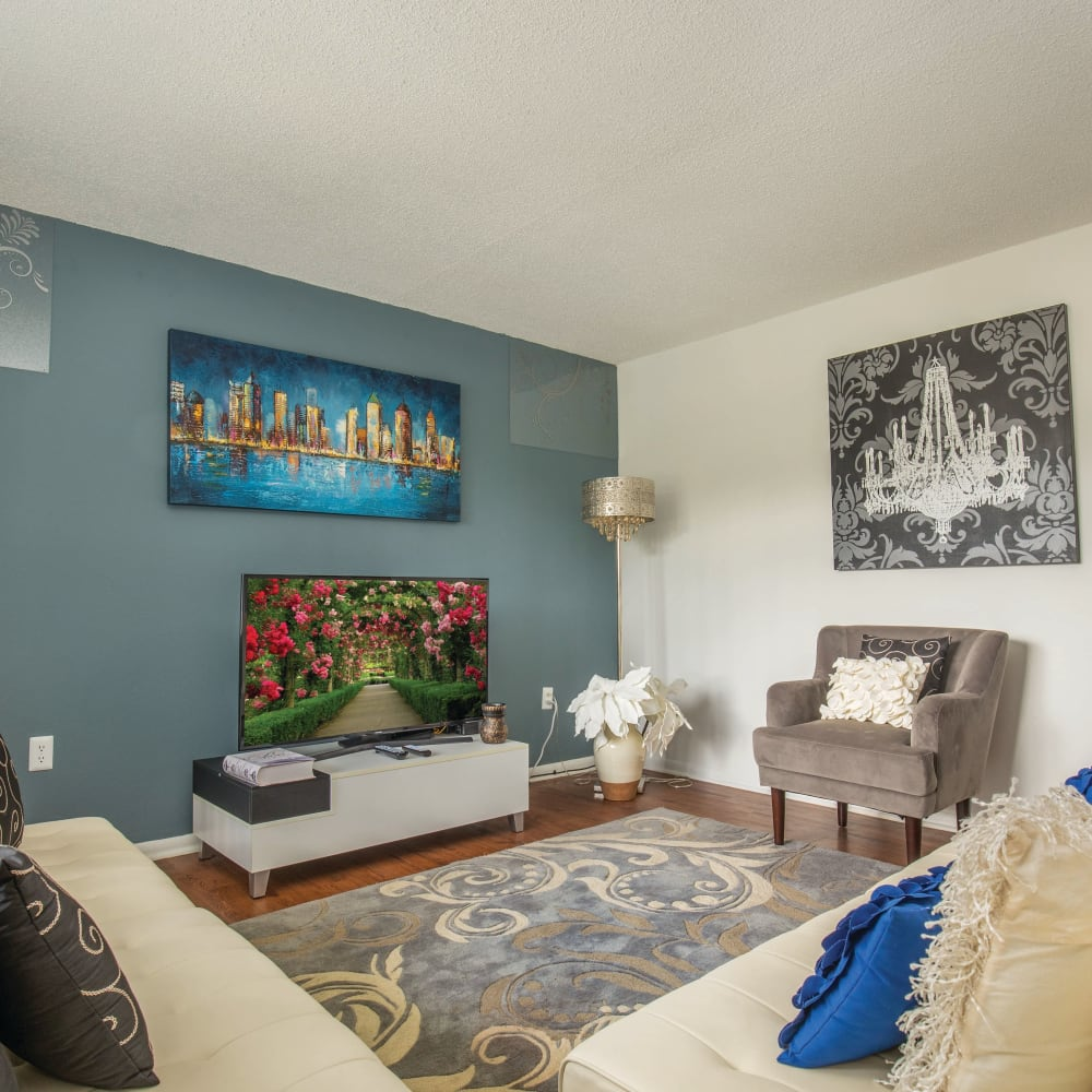 A living room with wood-style flooring at Southern Cove Apartments in Temple Terrace, Florida