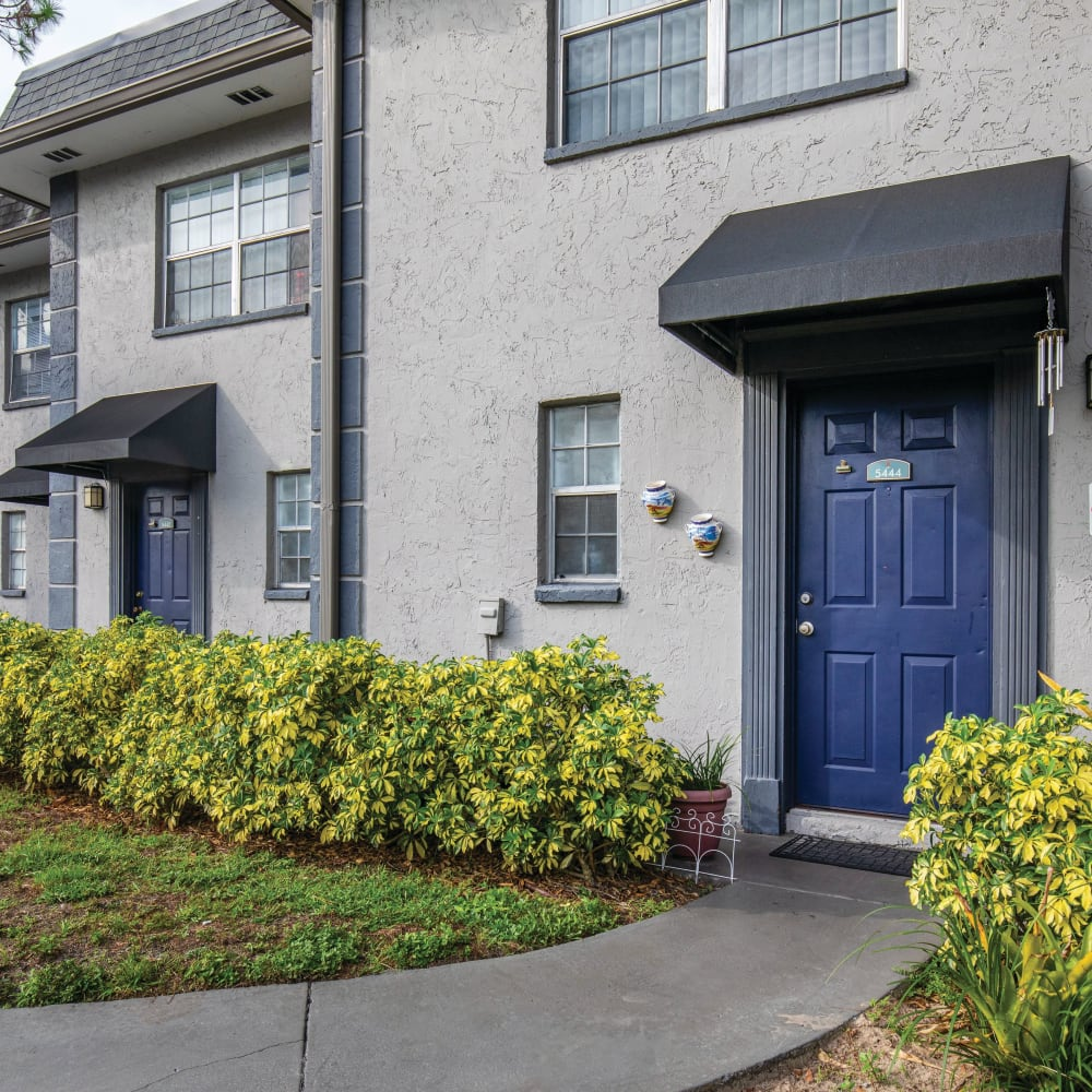 Contemporary exterior at Southern Cove Apartments in Temple Terrace, Florida