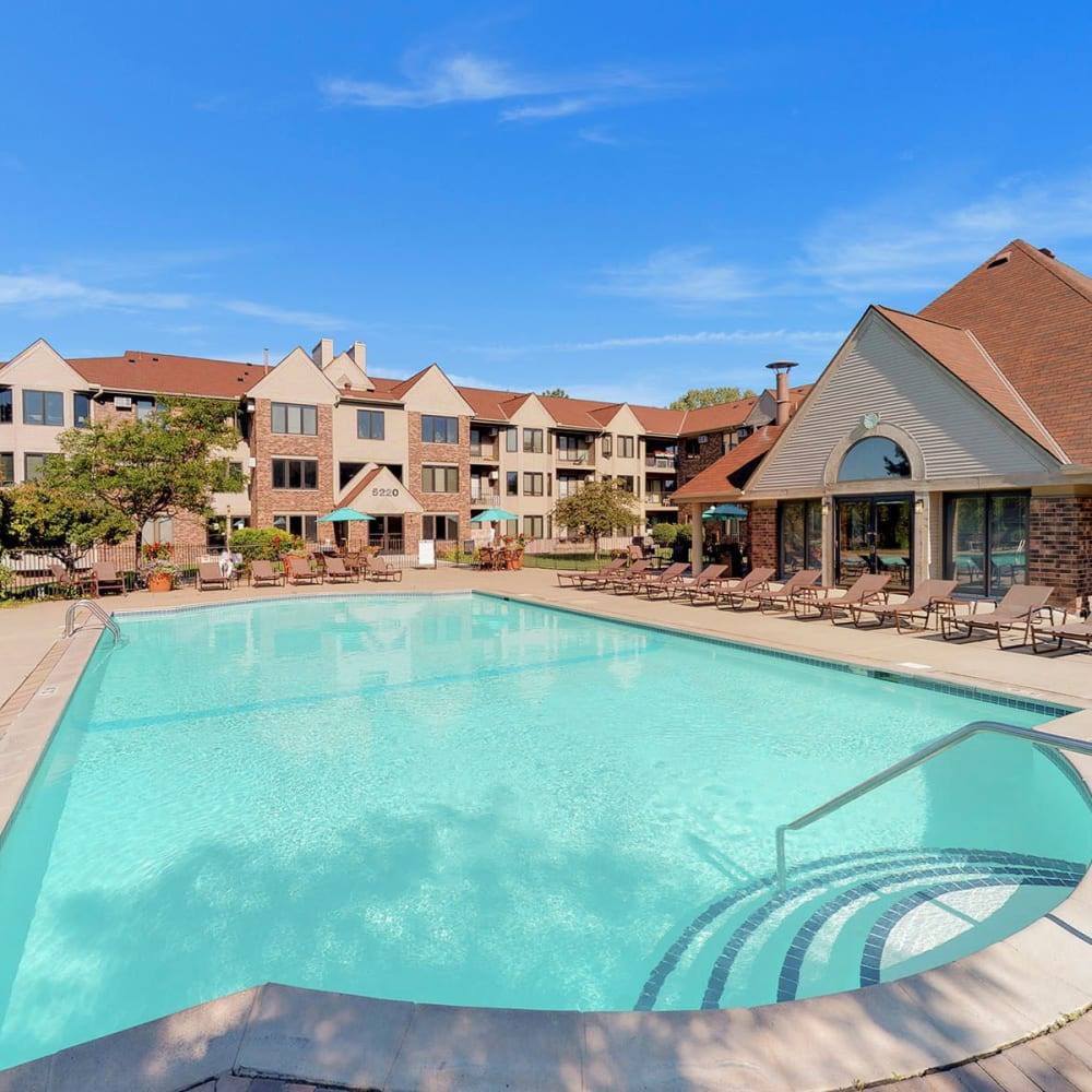 Gorgeous day at the resort-style swimming pool at Oaks Lincoln Apartments & Townhomes in Edina, Minnesota