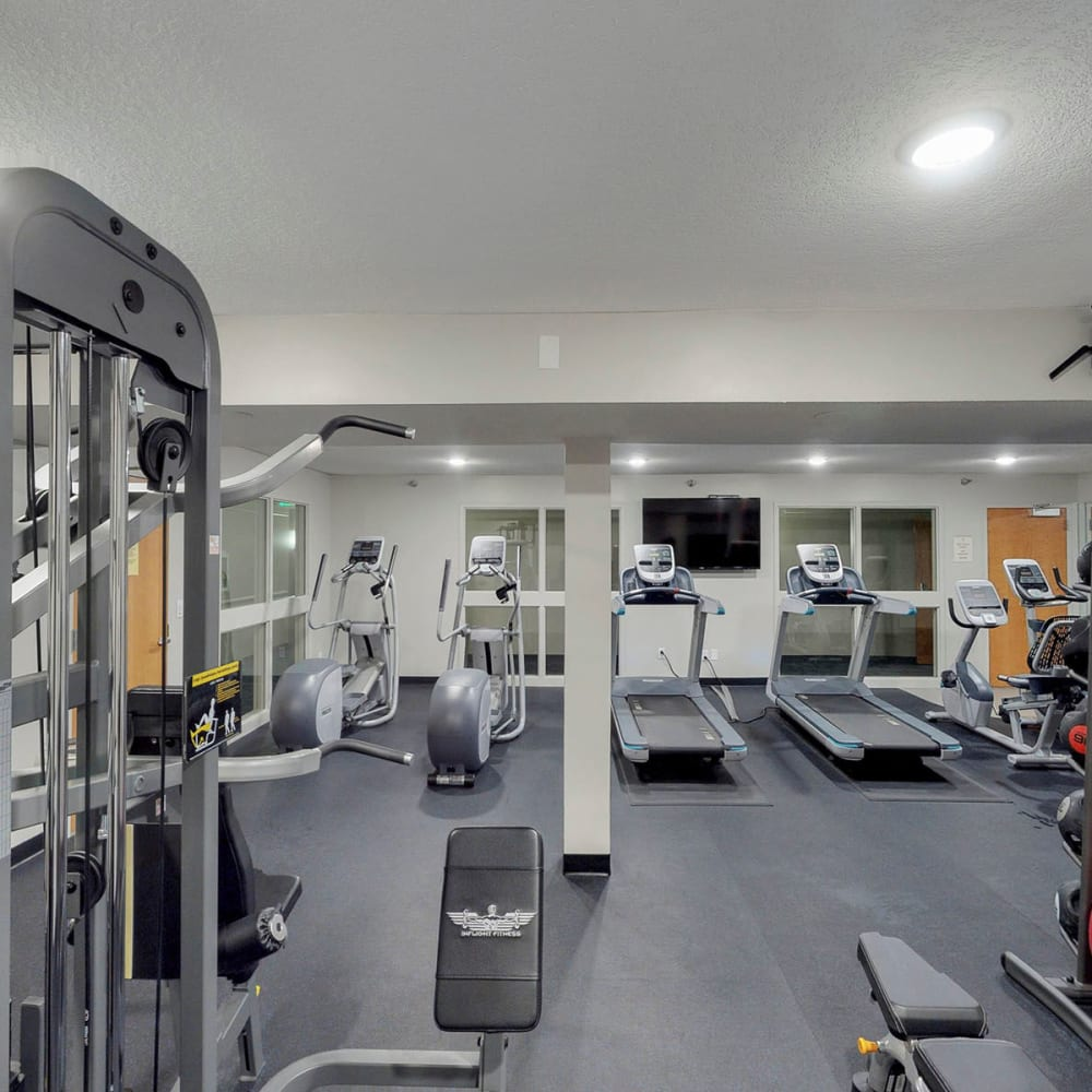 Very well-equipped onsite fitness center at Oaks Lincoln Apartments & Townhomes in Edina, Minnesota
