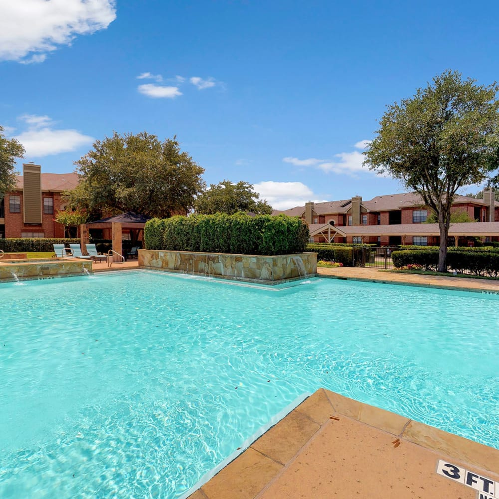 Resort-style swimming pool at Oaks Riverchase in Coppell, Texas