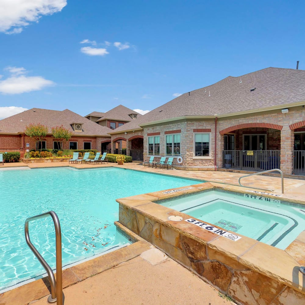 Spa adjacent to the swimming pool at Oaks Riverchase in Coppell, Texas