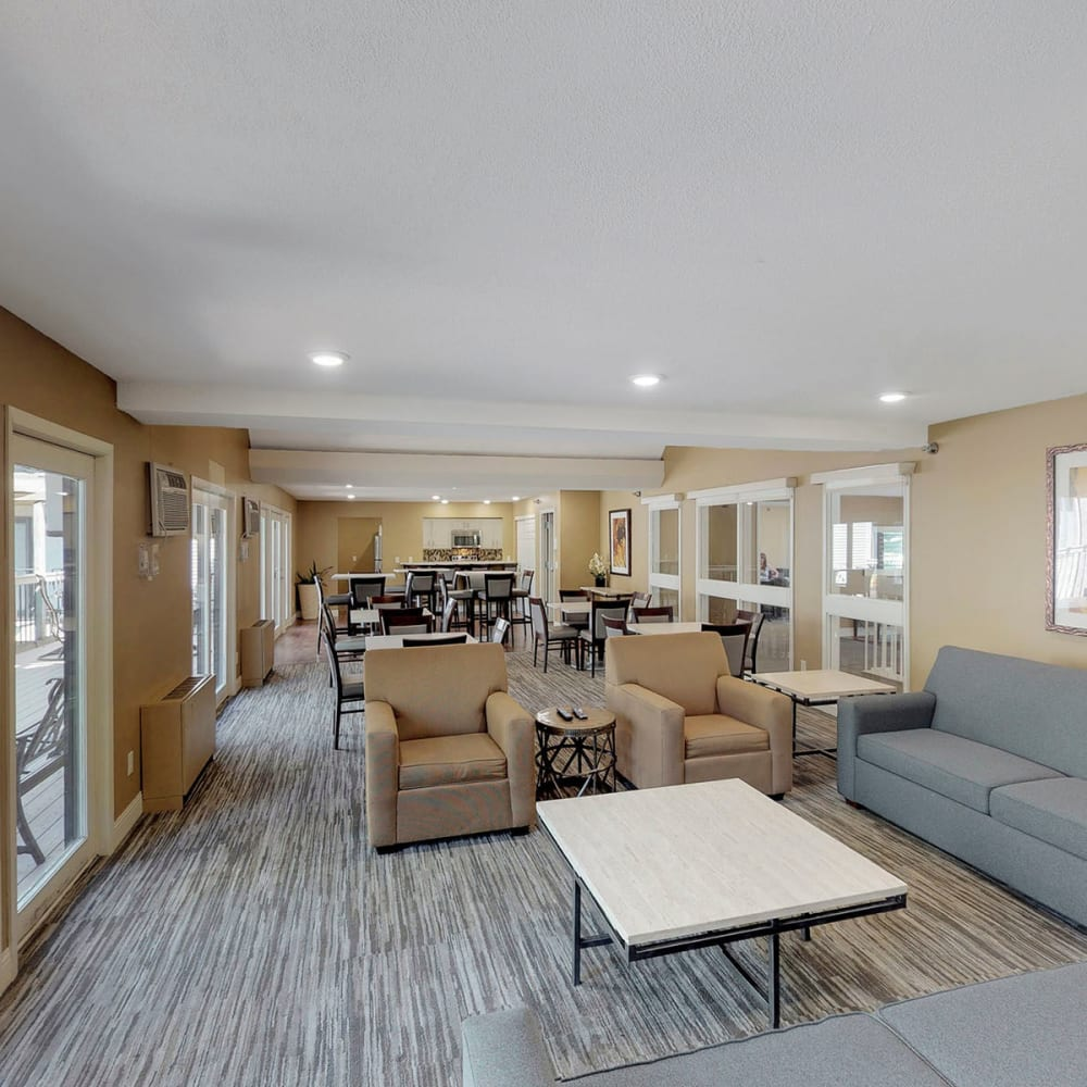 Lounge area in the clubhouse at Oaks Vernon in Edina, Minnesota