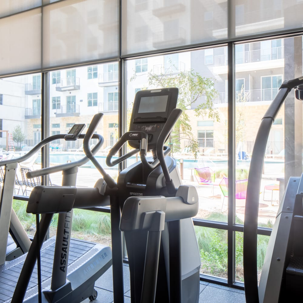 Enjoy Apartments with a Gym at Heritage Plaza