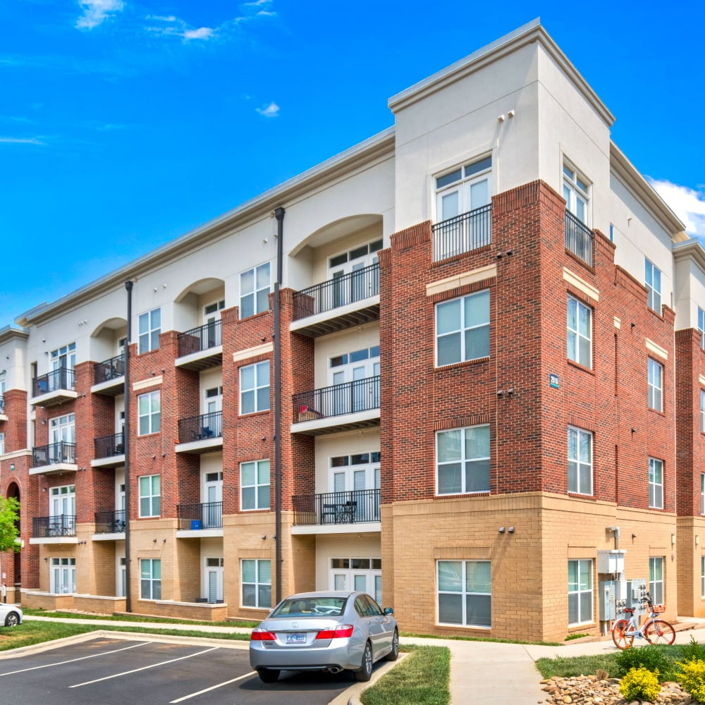 View the site for Morehead West apartments in Charlotte, North Carolina