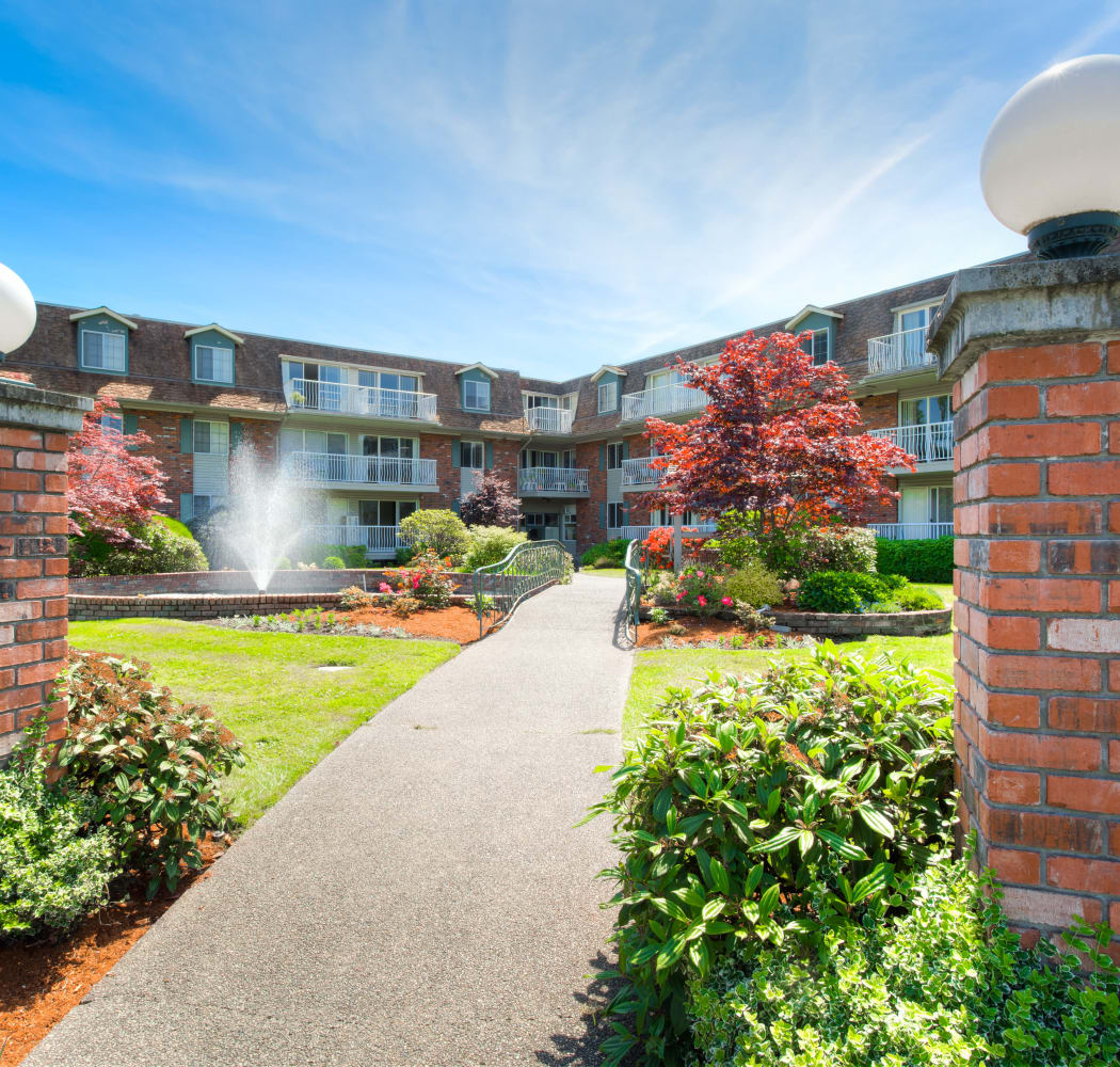 Front entrance at Fraser Tolmie Apartments in Victoria, British Columbia