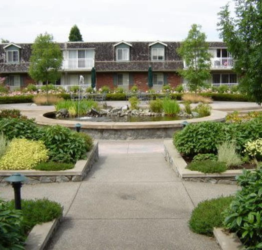 Courtyard area at Fraser Tolmie Apartments in Victoria, British Columbia