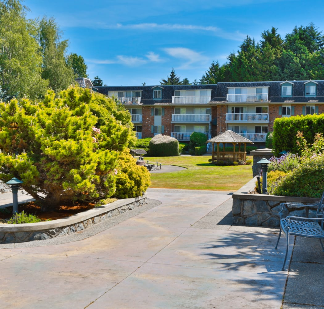 Fraser Tolmie Apartments courtyard in Victoria, British Columbia