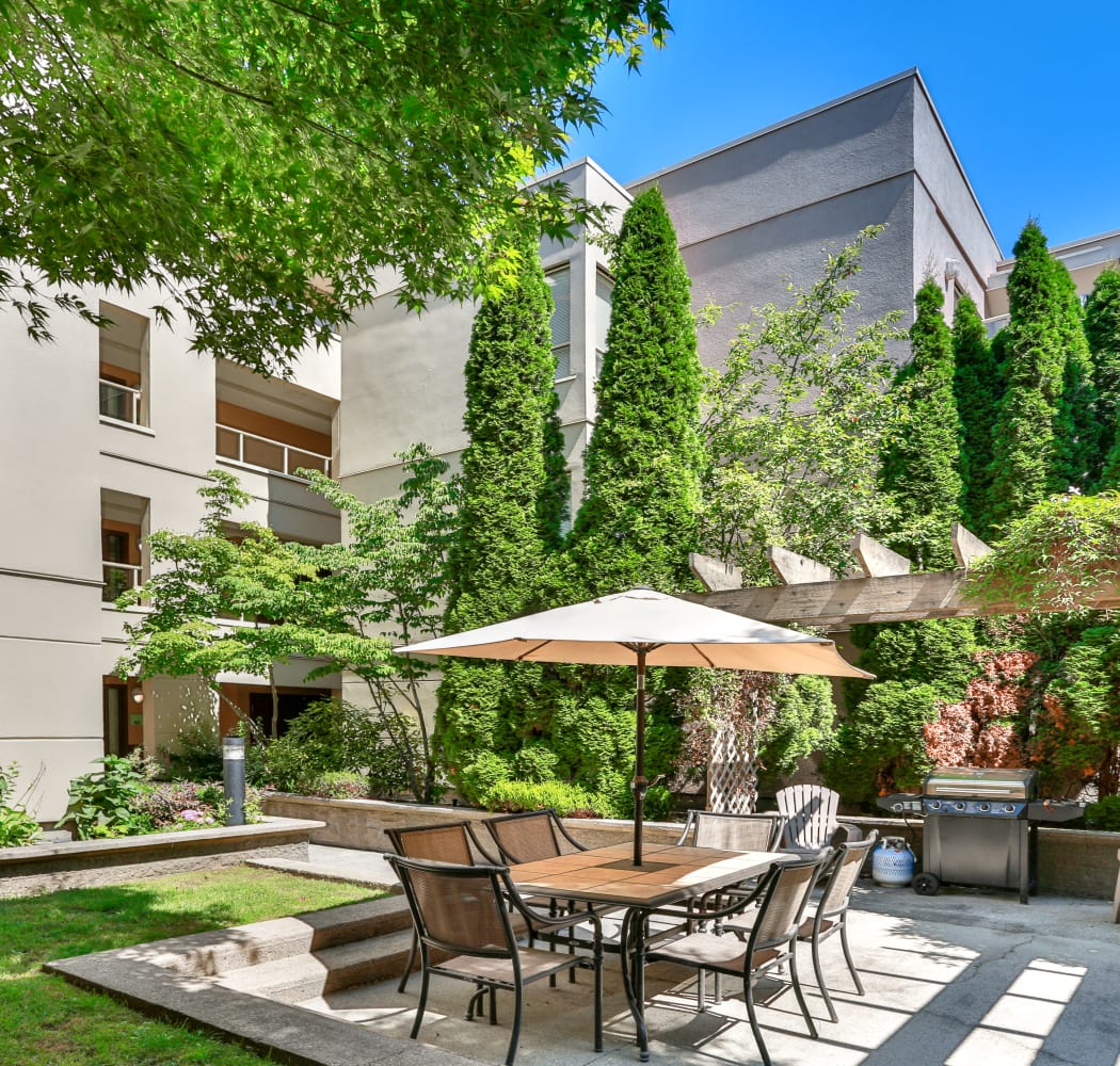 Covered outdoor dining area at Dunway Court in Vancouver