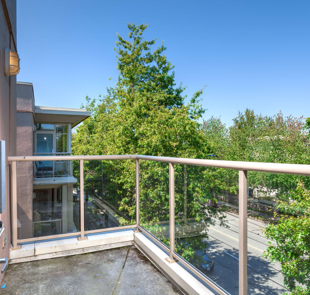 Wonderful balcony at Dunway Court in Vancouver