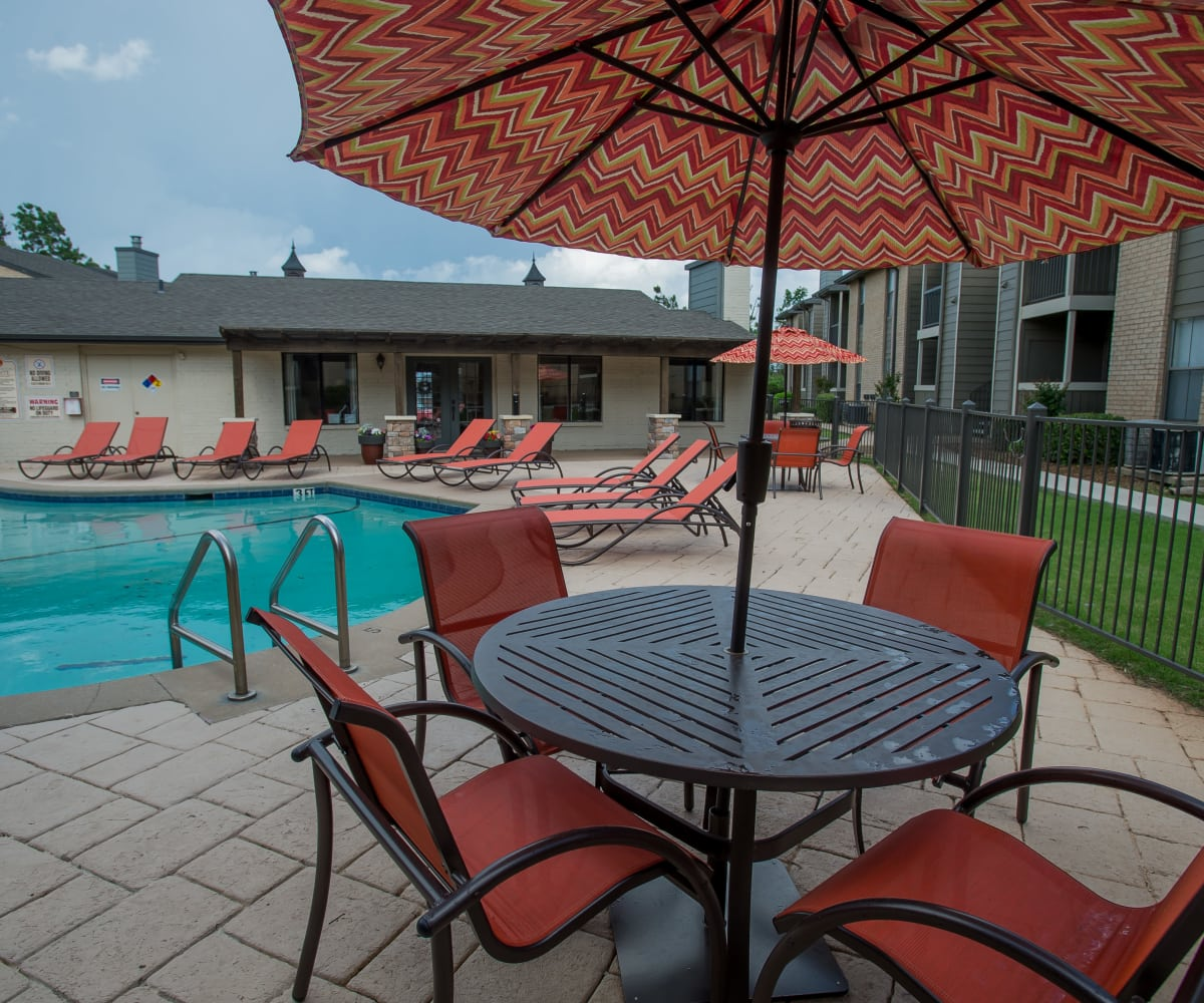 Poolside seating at Cimarron Pointe Apartments in Oklahoma City, Oklahoma