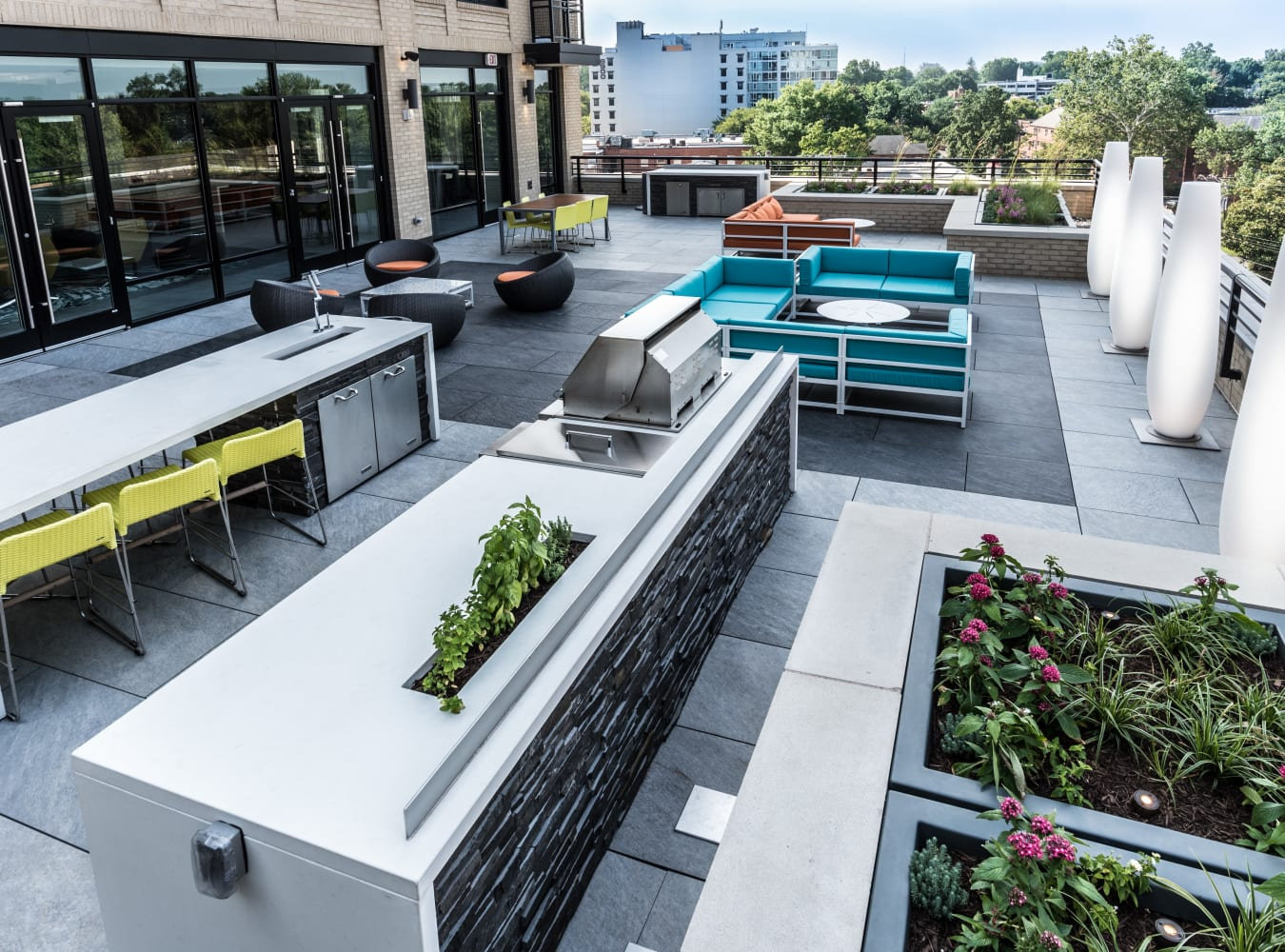 A spacious rooftop patio with plenty of seating at Solaire 7077 Woodmont in Bethesda, Maryland