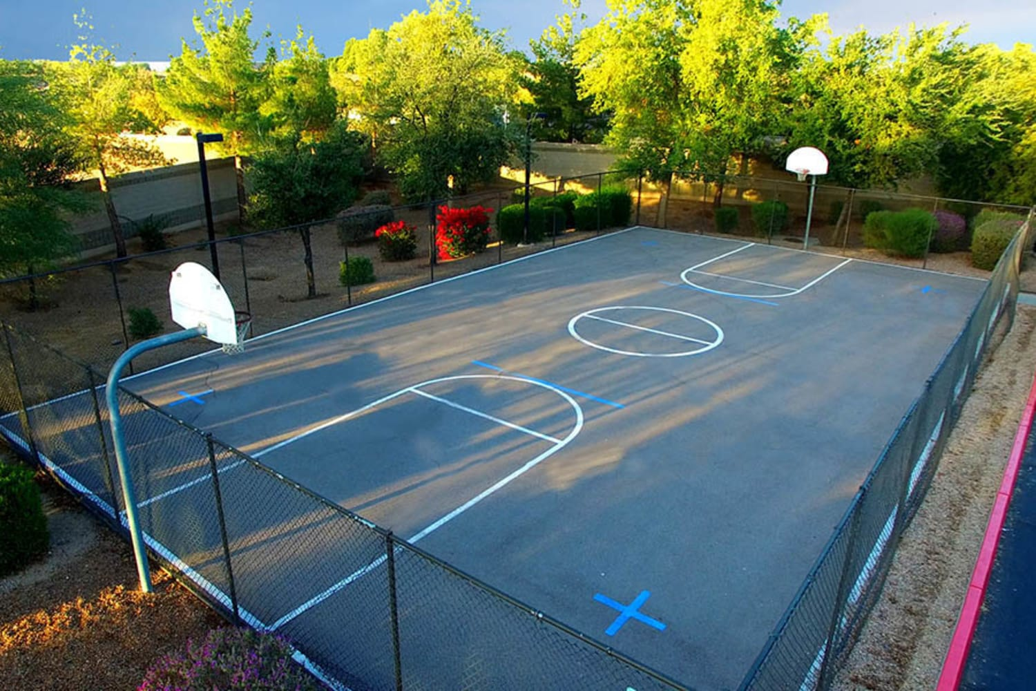2150 Arizona Ave South in Chandler, Arizona, offers a basketball court