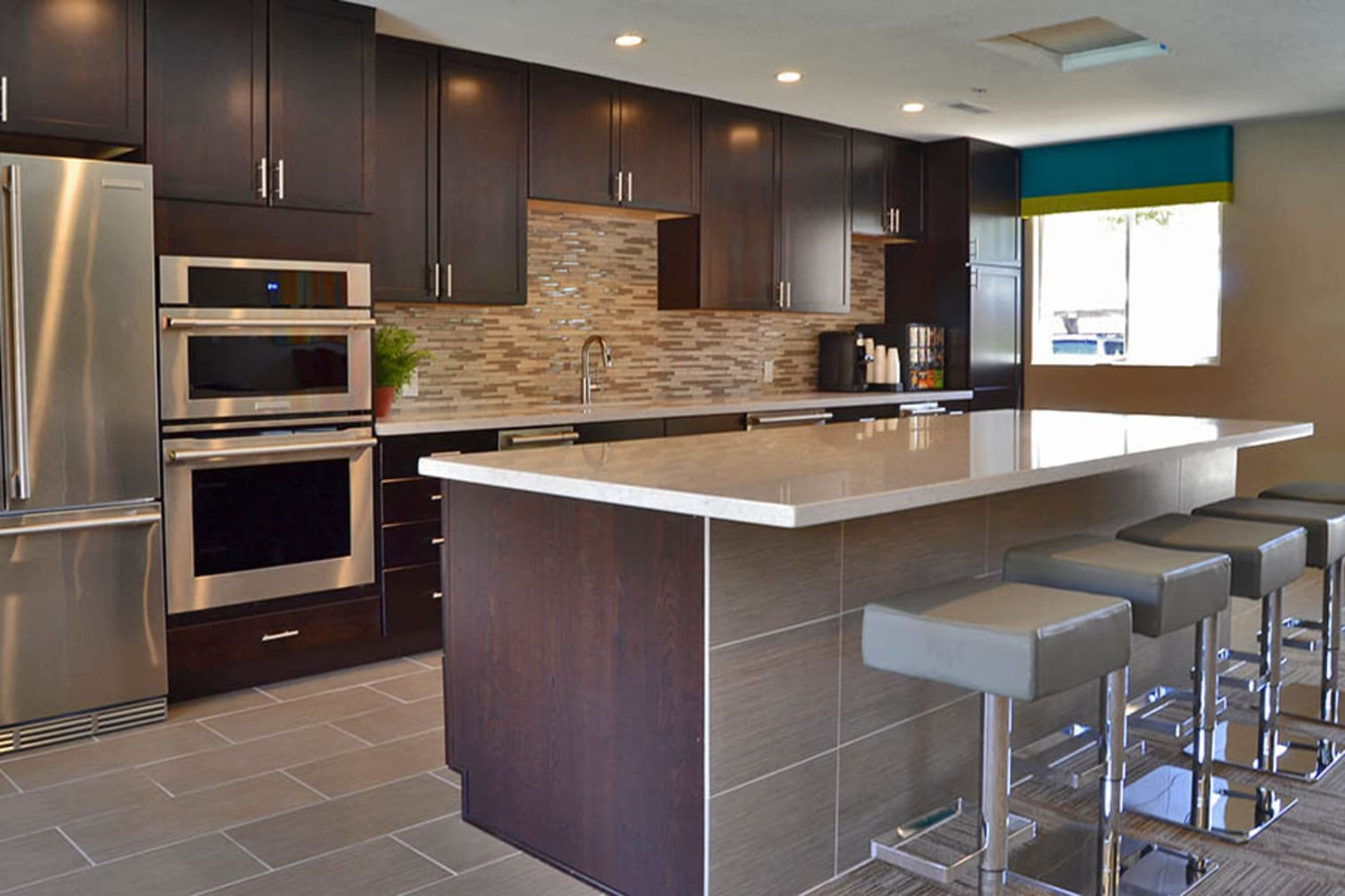 2150 Arizona Ave South in Chandler, Arizona, has a large clubhouse kitchen