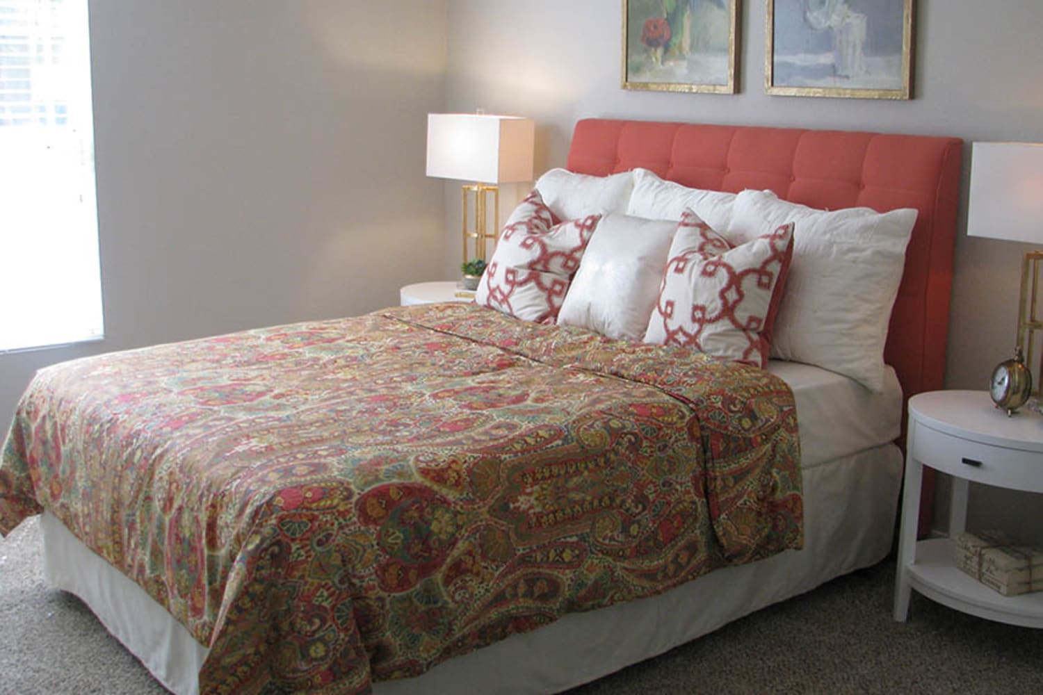 Ocotillo Bay Apartments in Chandler, Arizona, offer bedrooms with large windows to let the sunlight in