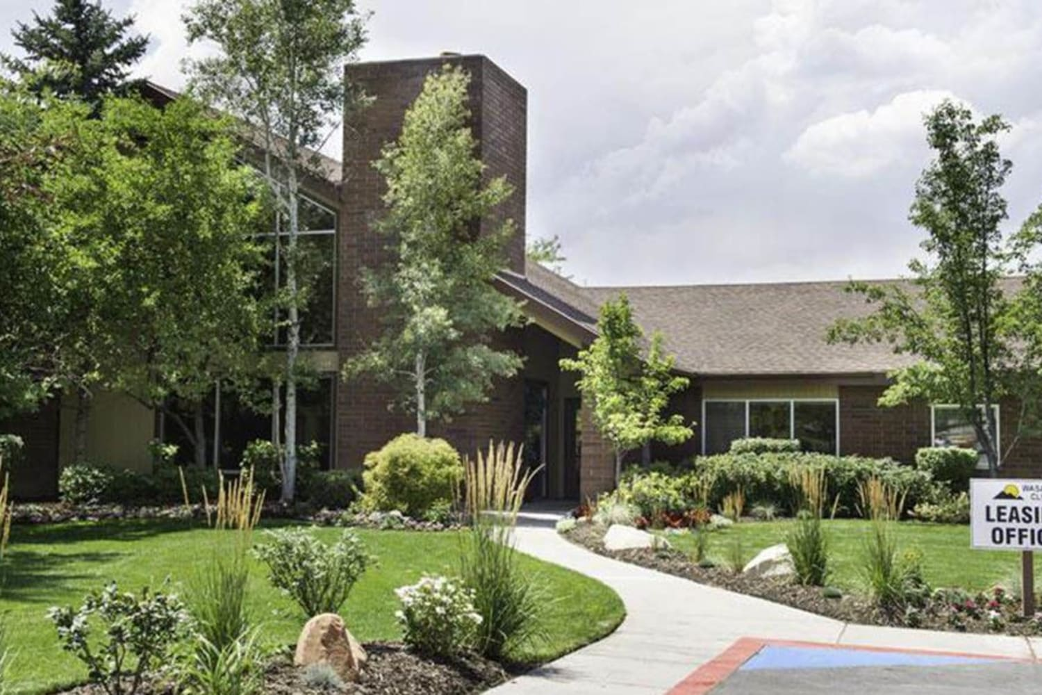 Beautiful green lawn at Wasatch Club Apartments in Midvale, Utah