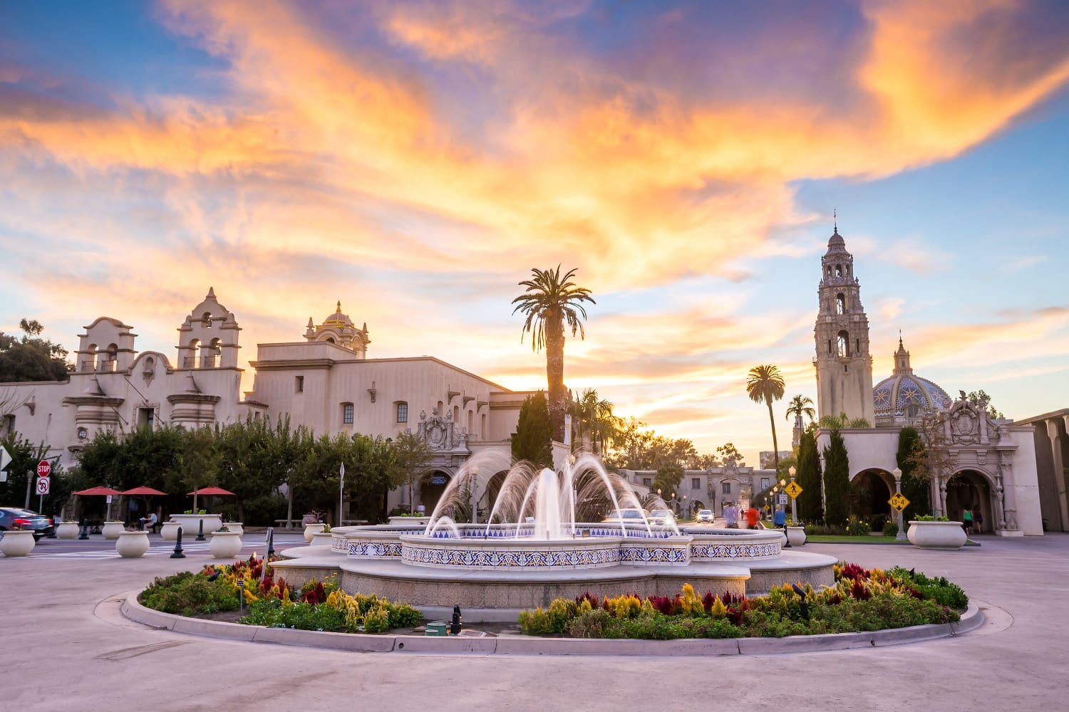 Beautiful fountain and sunset at Fashion Terrace in San Diego, California