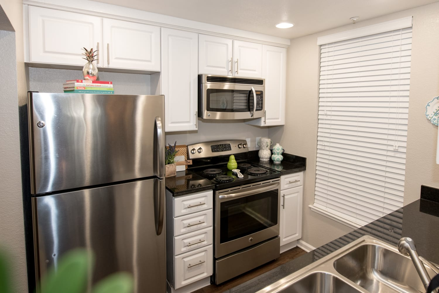 Upgraded appliances at Nantucket Apartments in Santa Clara, California