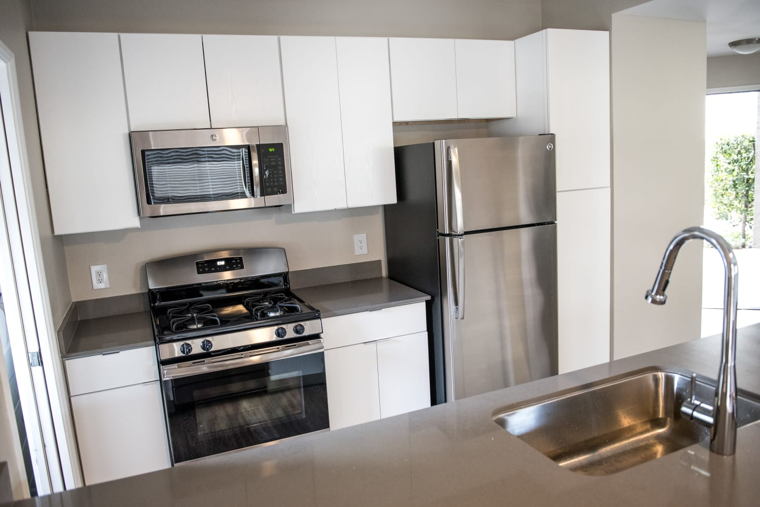Madrid Apartments in Mission Viejo, California, offer modern kitchens with upgraded appliances