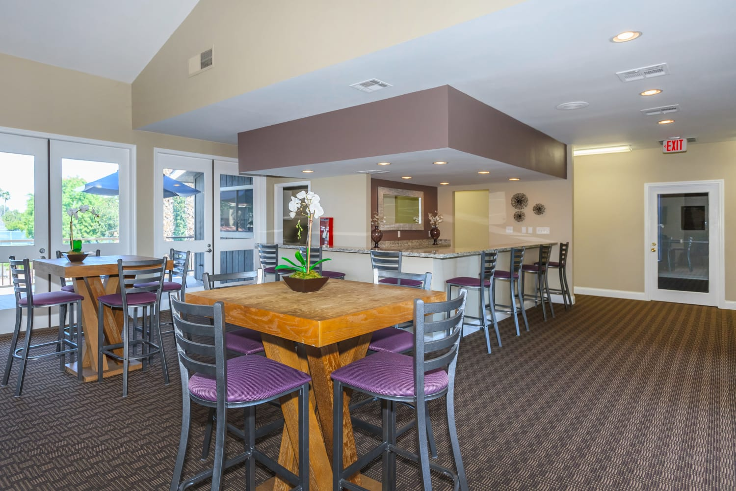 Community dining area at Parcwood Apartments in Corona, California