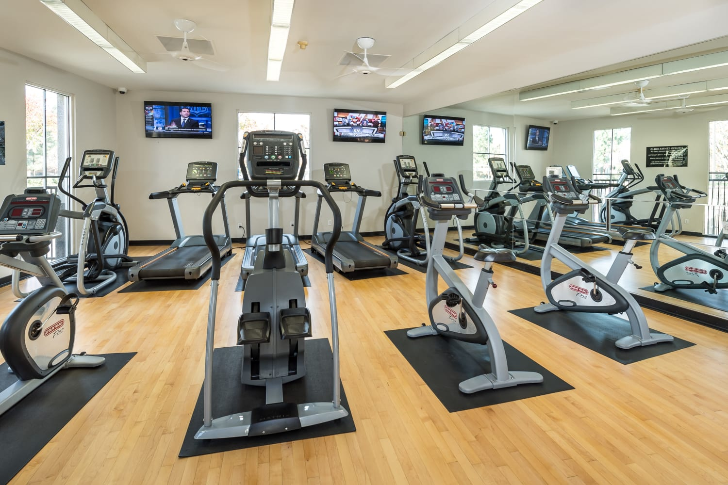 24-hour fitness center at Bella Vista Apartments in Santa Clara, California