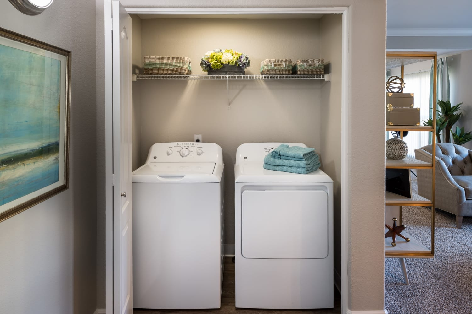 Enjoy the convenience of a washer and dryer in unit at The Carlyle in Santa Clara, California