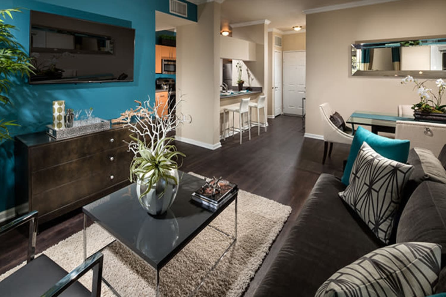 Living room with modern touches at Links at Westridge in Valencia, California
