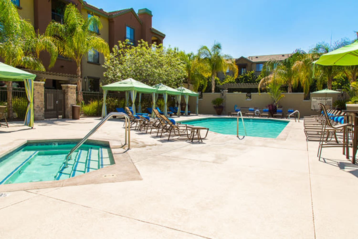 Swimming pool and hot tub at Links at Westridge in Valencia, California