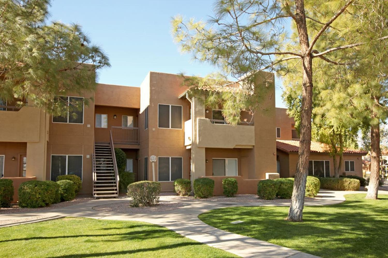 Apartment exteriors at Alcove at the Islands in Gilbert, Arizona